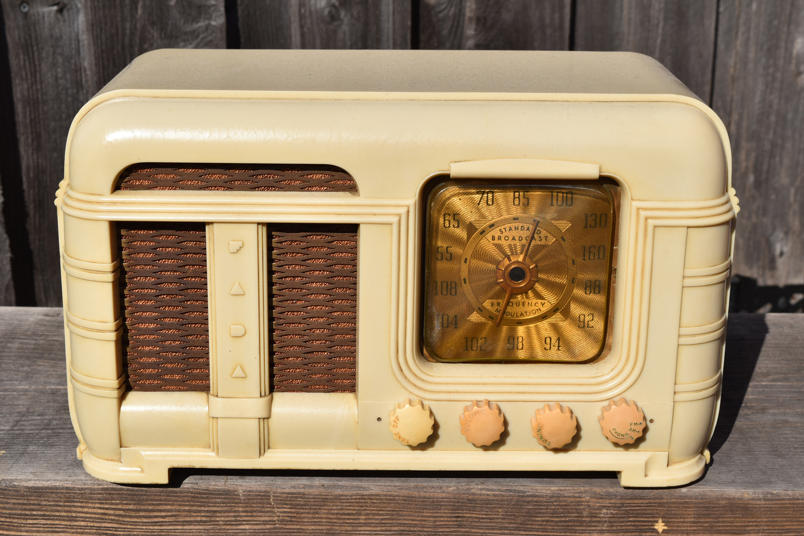 FADA Radio Model 790 Antique Tube Type Fully Restored To Original Operating Condition Both The Chassis And Cabinet Have Been